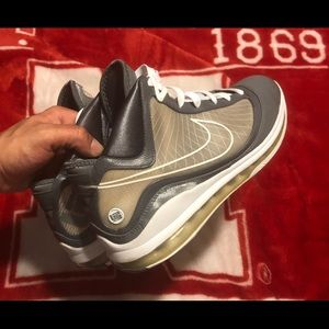 "Nike Air Max Lebron 7 ""Cool Grey"""